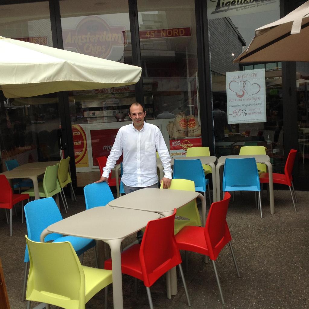Fornitura di Sedie e Tavoli Infiniti Design per Arredo locale